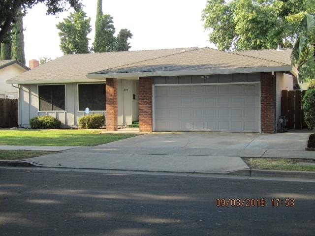 327 W Alexander Ave., Merced, CA 95348 (#180049637) :: The Yarbrough Group
