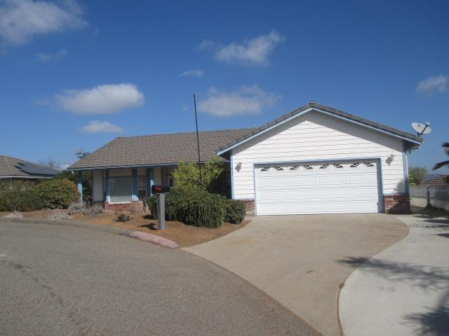 733 W W Fig St, Fallbrook, CA 92028 (#180058256) :: Coldwell Banker Residential Brokerage