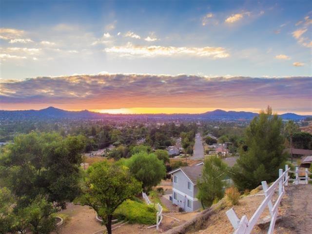 863 Audrey Way, El Cajon, CA 92019 (#180059373) :: KRC Realty Services