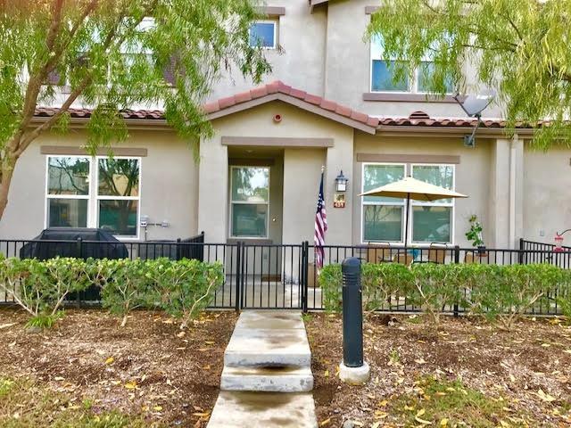 439 Avenida De La Luna, Vista, CA 92083 (#190004048) :: Heller The Home Seller