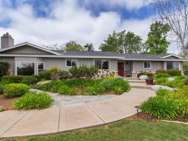 4255 Sleeping Indian Rd, Fallbrook, CA 92028 (#190024461) :: Whissel Realty