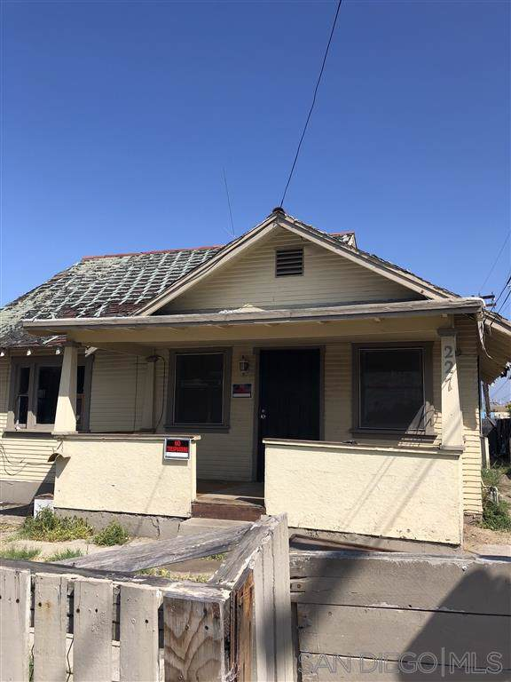 227 West 12th Street, National City, CA 91950 (#190048300) :: Whissel Realty
