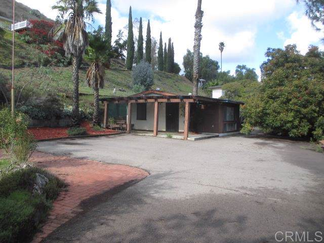 11802 Altadena Rd, Lakeside, CA 92040 (#190064532) :: Whissel Realty