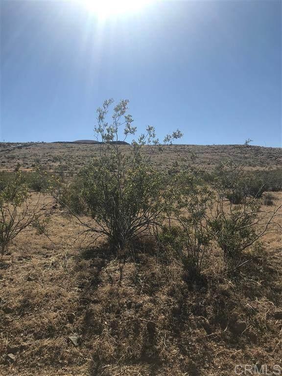 Terra Vista Drive 059-704-106, Yucca Valley, CA 92284 (#200028111) :: Compass