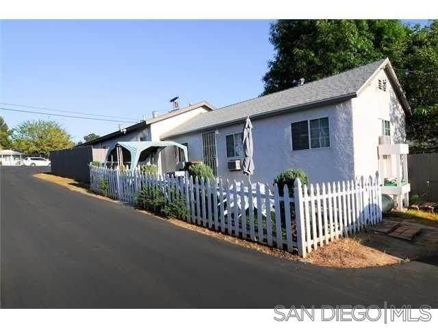 1424 N 1St St, El Cajon, CA 92021 (#210016438) :: The Stein Group