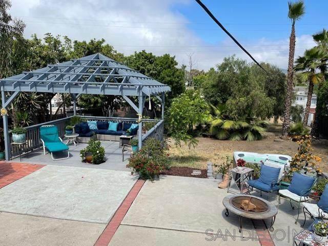 484 Silvery Ln, El Cajon, CA 92020 (#210016857) :: SunLux Real Estate
