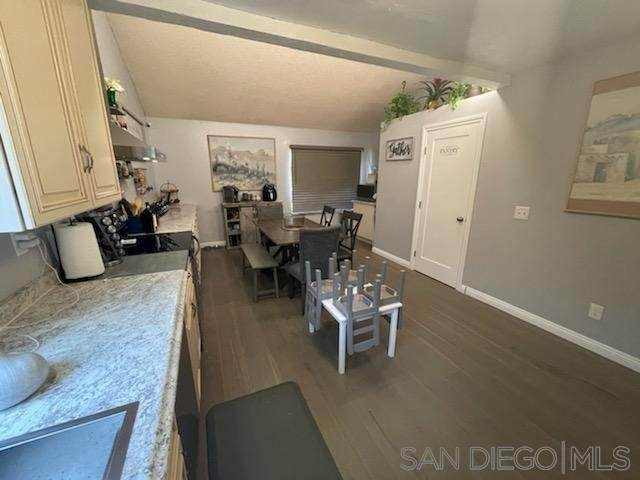 2332 Donnington Way, San Diego, CA 92139 (#210021683) :: Wannebo Real Estate Group