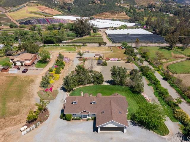 3232 N Twin Oaks Valley Road, San Marcos, CA 92069 (#301526910) :: Whissel Realty