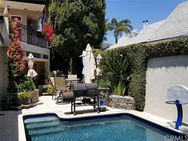 9015 Elevado Street, West Hollywood, CA 90069 (#301535409) :: Whissel Realty