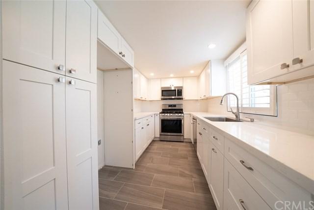 19446 Wyandotte Street #10, Reseda, CA 91335 (#301555924) :: Coldwell Banker Residential Brokerage