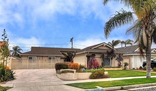 22041 Susan Lane, Huntington Beach, CA 92646 (#301567251) :: Coldwell Banker Residential Brokerage
