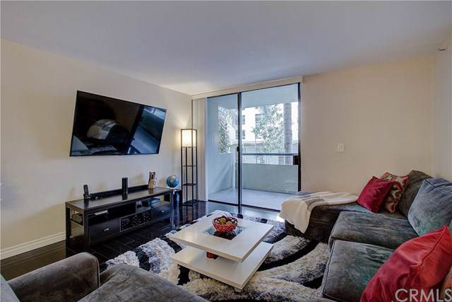 600 W 9th Street #209, Los Angeles, CA 90015 (#301622866) :: Compass