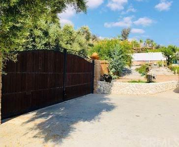 3595 Manzanita Drive, San Bernardino, CA 92404 (#301651950) :: Pugh   Tomasi & Associates