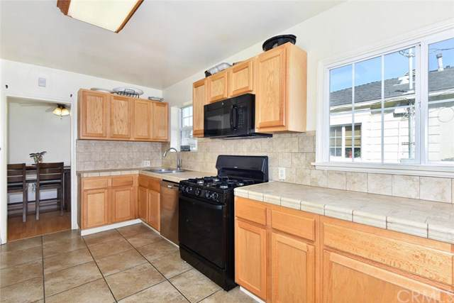 3832 Gardenia Avenue, Long Beach, CA 90807 (#301694413) :: Whissel Realty