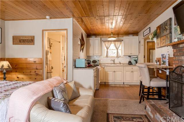 260 Leonard, Big Bear, CA 92386 (#301782239) :: COMPASS