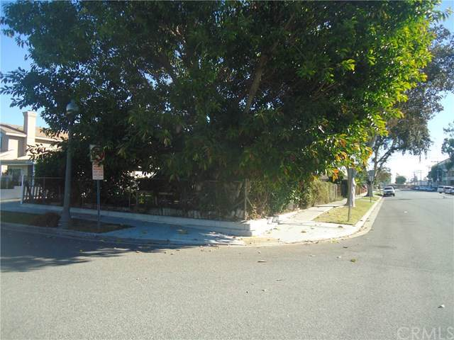 10852 Pine, Los Alamitos, CA 90720 (#301867345) :: Whissel Realty