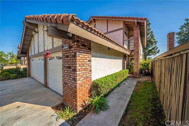 1638 E Fruit Street, Santa Ana, CA 92701 (#301880701) :: Whissel Realty