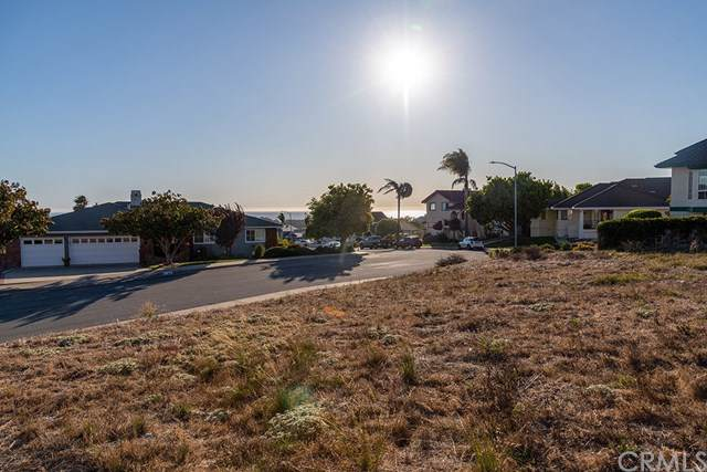 832 Dugan, Pismo Beach, CA 93449 (#301886647) :: Whissel Realty
