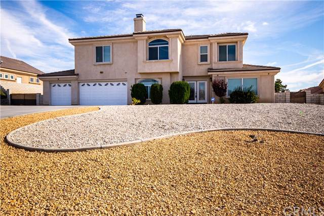 16245 Ridge View Drive, Apple Valley, CA 92307 (#302304365) :: Whissel Realty