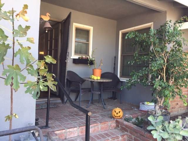 2622 E Jackson Avenue, Orange, CA 92867 (#302319118) :: Whissel Realty