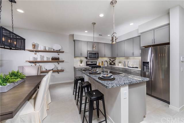 122 Red Brick Drive #4, Simi Valley, CA 93065 (#302324168) :: Coldwell Banker West