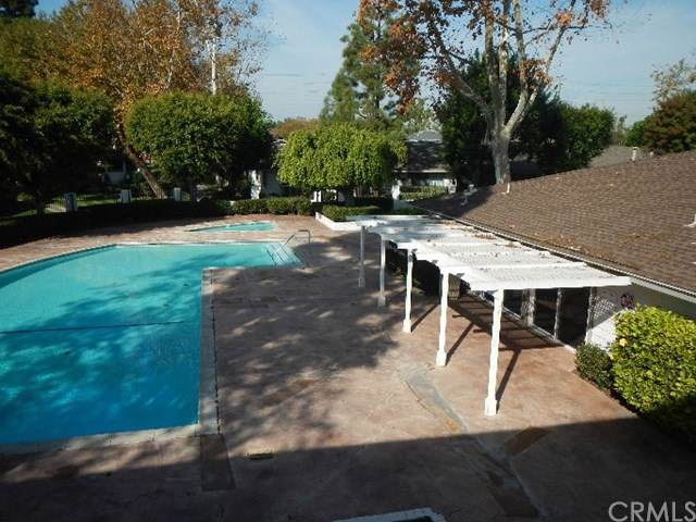 14802 Newport Avenue 8A, Tustin, CA 92780 (#302404380) :: Keller Williams - Triolo Realty Group
