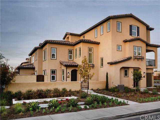 10555 Acorn Place, Los Alamitos, CA 90720 (#302415845) :: Compass