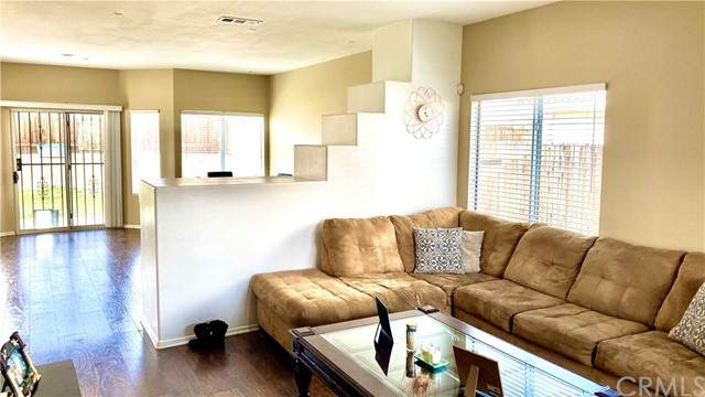 13606 Fox Point Road, Victorville, CA 92392 (#302448165) :: COMPASS