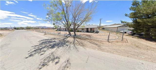 15525 Kiamichi Road, Apple Valley, CA 92307 (#302448469) :: COMPASS