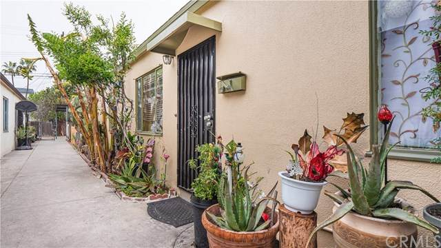 12111 Washington Place, Los Angeles, CA 90066 (#302484459) :: COMPASS