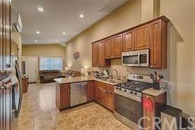 917 N Vineyard Avenue, Ontario, CA 91764 (#302549332) :: Compass
