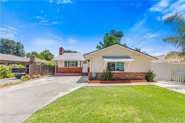 25132 De Wolfe Road, Newhall, CA 91321 (#302569369) :: Compass