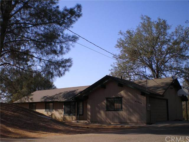 42939 Yosemite Springs Drive, Coarsegold, CA 93614 (#302573722) :: Whissel Realty