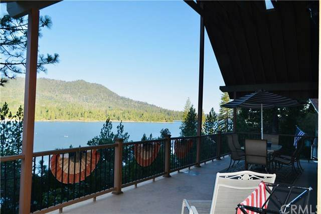 37716 Shoreline Drive, Bass Lake, CA 93604 (#302577047) :: Whissel Realty
