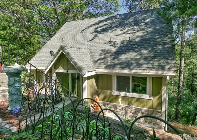 26457 Thunderbird Drive, Lake Arrowhead, CA 92352 (#302579592) :: Whissel Realty