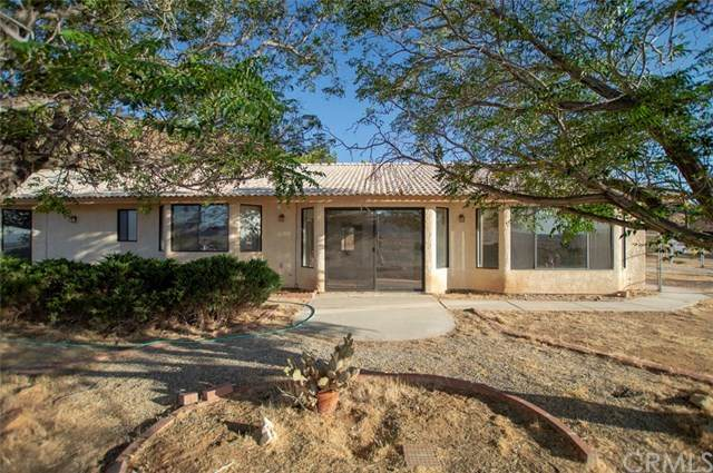 24351 Roxbury Road, Apple Valley, CA 92307 (#302585975) :: Whissel Realty
