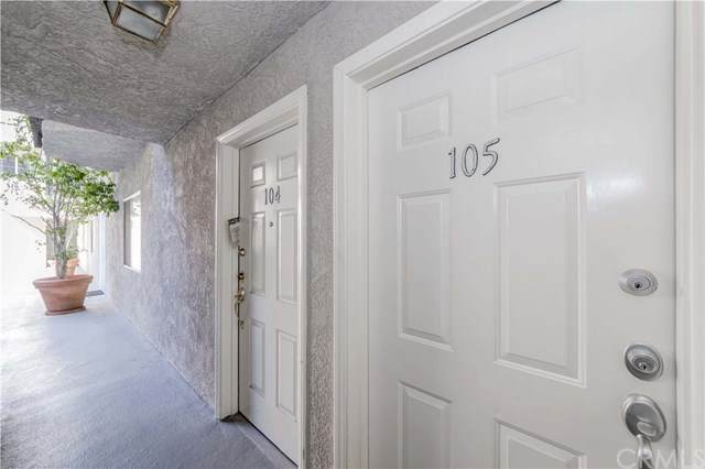102 S Manhattan Place #105, Los Angeles, CA 90004 (#302587922) :: Whissel Realty
