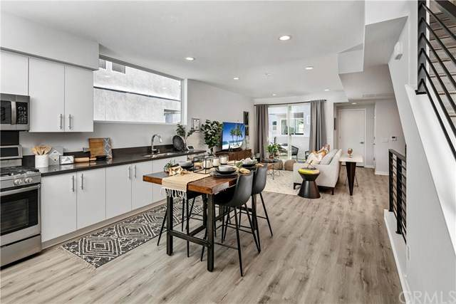 3030 N Coolidge Ave, Los Angeles, CA 90039 (#302588779) :: Whissel Realty