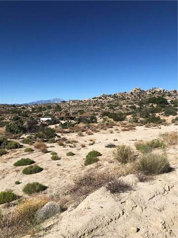 4965 Grand Avenue, Yucca Valley, CA 92284 (#302590662) :: Compass
