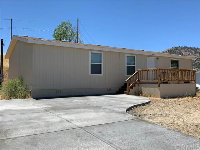 21004 Crest Drive, Tehachapi, CA 93561 (#302599569) :: Whissel Realty
