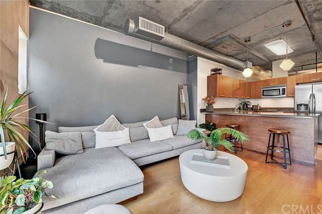 645 W 9th Street #425, Los Angeles, CA 90015 (#302611536) :: Whissel Realty