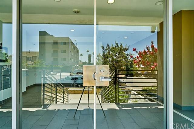 4813 Oakwood Ave. #404, Los Angeles, CA 90004 (#302613214) :: Whissel Realty