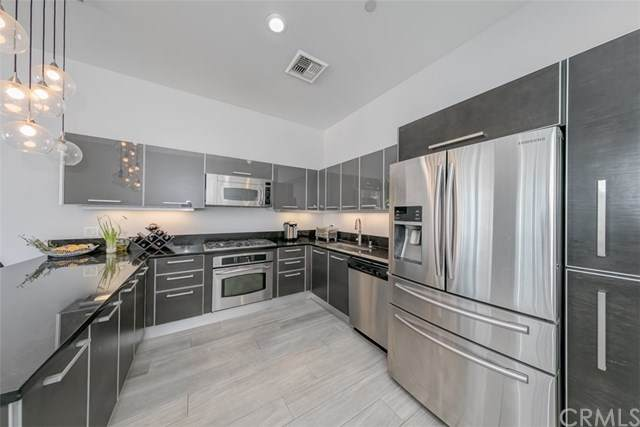 801 S Grand Avenue #1708, Los Angeles, CA 90017 (#302614531) :: Whissel Realty