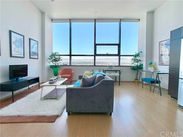 1100 Wilshire Boulevard #1804, Los Angeles, CA 90017 (#302616333) :: Whissel Realty