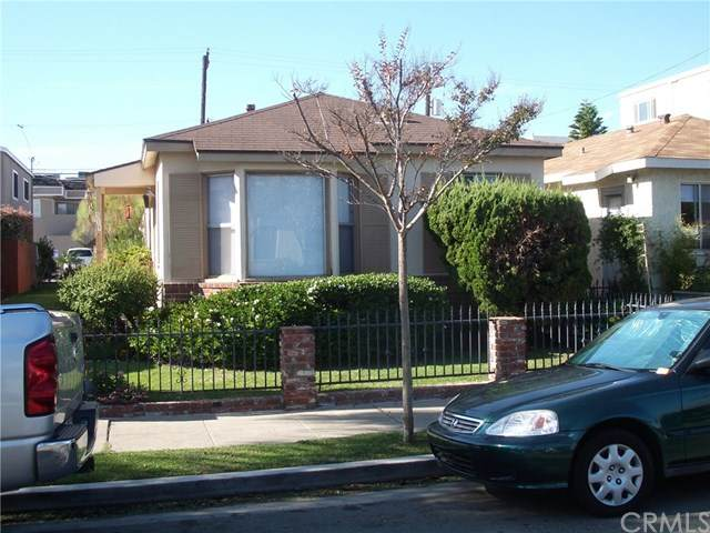 319 10th Street, Seal Beach, CA 90740 (#302617466) :: Whissel Realty