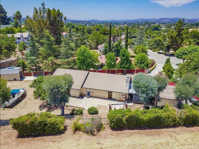 2635 Emerald Place, Escondido, CA 92027 (#302618069) :: Whissel Realty
