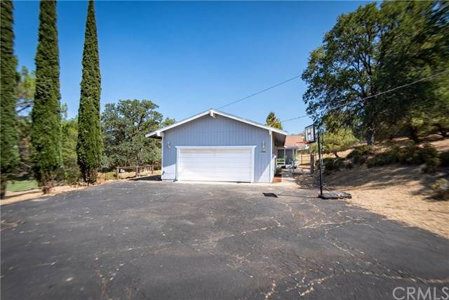 42865 Yosemite Springs Drive, Coarsegold, CA 93614 (#302619736) :: Whissel Realty