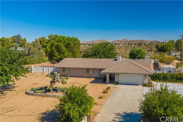 20490 Shawnee Road, Apple Valley, CA 92308 (#302623890) :: Whissel Realty