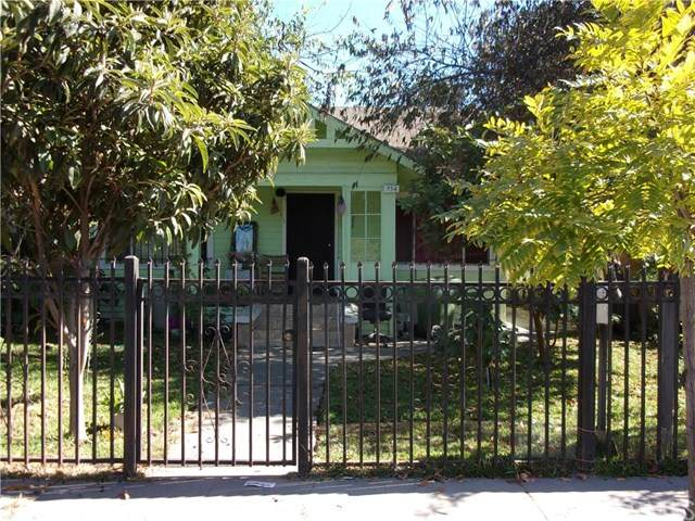 932 W 75th Street, Los Angeles, CA 90044 (#302629933) :: Whissel Realty