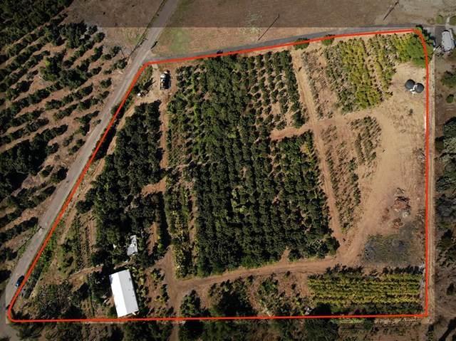 3857 Robinhood Ln, Vista, CA 92084 (#302678806) :: Tony J. Molina Real Estate